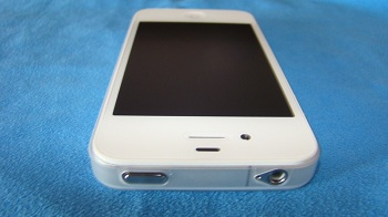 iPhone 4 bianco con cover Pinlo Slice 3 Clear