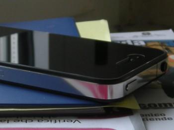 Antenna iPhone 4 in acciaio inossidabile lucidata a specchio